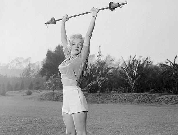 53-29167-marilyn-monroe-weight-barbell-lifting-1443040197